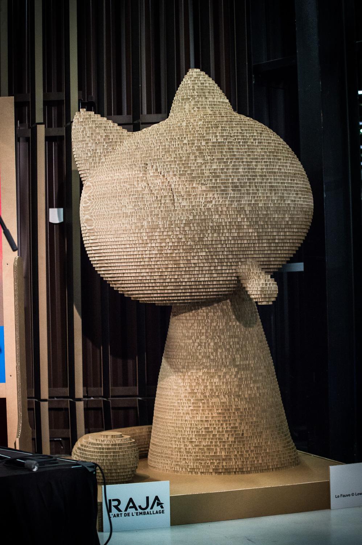 Cérémonie d'ouverture du FIBD 2019, l'Alpha. Le Fauve géant Raja en carton.