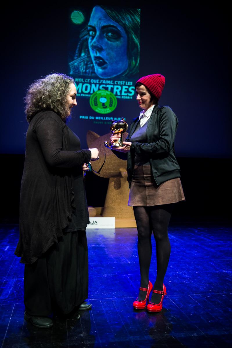 Cérémonie de Remise des Fauves. Emil Ferris, Fauve d'Or du FIBD 2019 pour 'Moi, ce que j'aime, c'est les monstres'. Théâtre d'Angoulême.