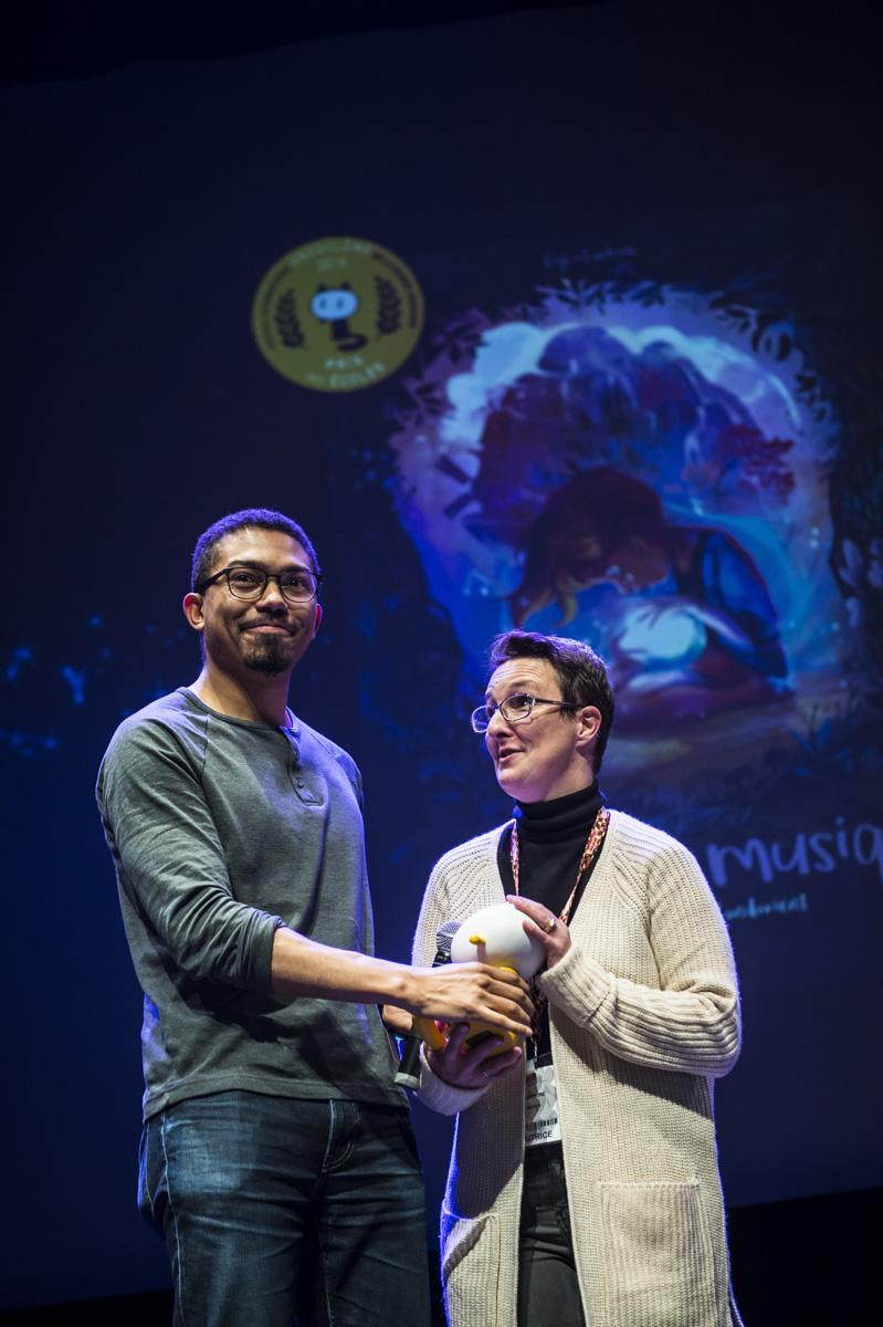 Cérémonie de remise des Prix Découvertes. Gijé pour 'La Boite à Musique'. Théâtre d'Angoulême.