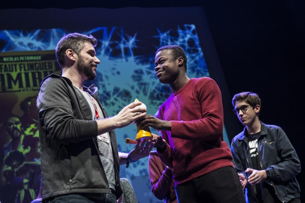 Cérémonie de remise des Prix Découvertes. Nicolas Petrimaux pour 'Il faut flinguer le soldat Ramirez'. Théâtre d'Angoulême.