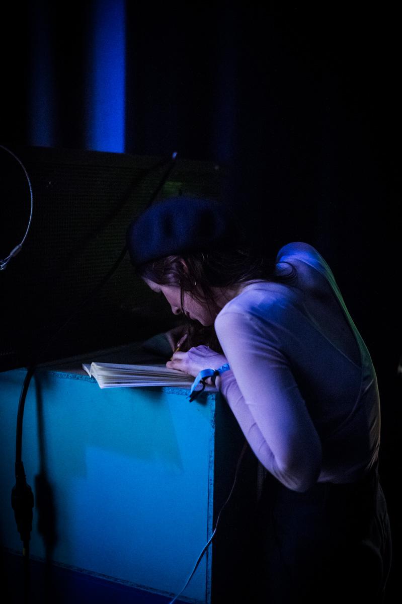 Concert Dessiné avec Chassol, Brecht Evens et Céline Devaux, Théâtre d'Angoulême. Céline Devaux en coulisses.
