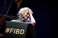 Cérémonie de Remise des Fauves, Théâtre d'Angoulême. Emilie Gleason, Fauve Révélation pour 'Ted, drôle de coco'.